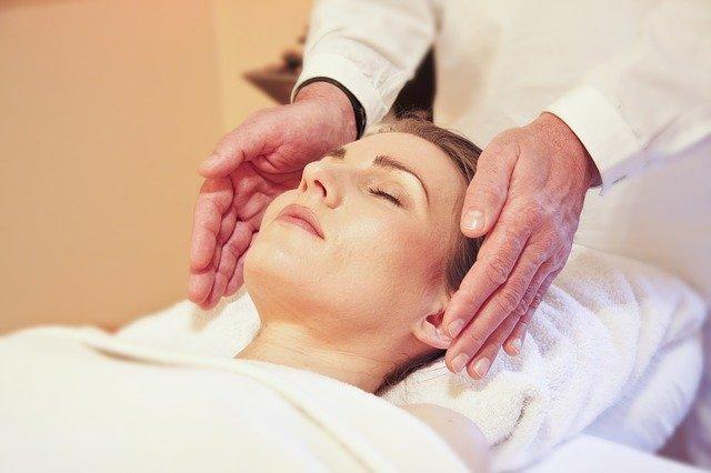 masaż może obejmować nie tylko ciało, ale także twarz