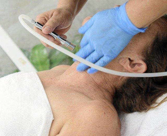nowoczesne zabiegi kosmetyczne skutecznie usuwają oznaki starzenia się skóry
