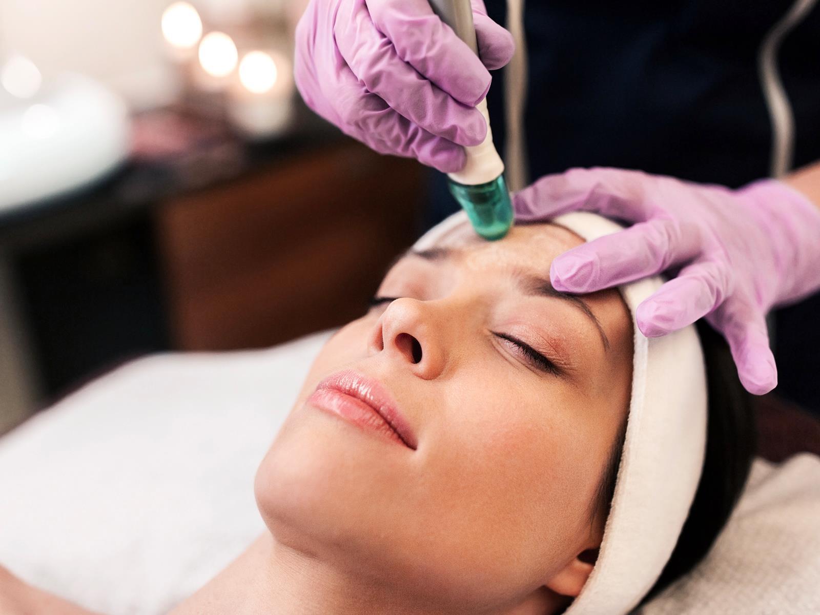 usuwanie trądziku w gabinecie dermatologicznym